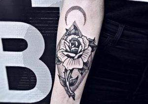 Чёрная роза у мужчин