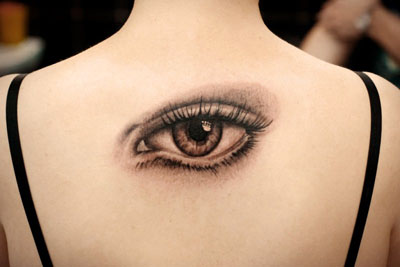 Значение тату глаз на спине